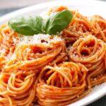 Espaguetis con salsa de tomate fresco: una receta sabrosa