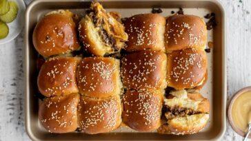 Pequeñas hamburguesas con queso: una receta de fiesta