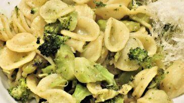 Cómo hacer pasta de pollo y brócoli con queso