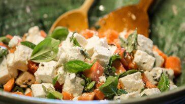 Cuscús, queso feta y melocotón: una deliciosa preparación