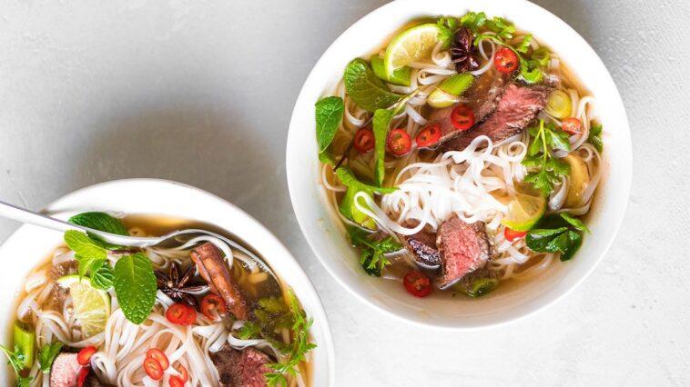 recept voor pho van biefstuk met rijstnoedels sante