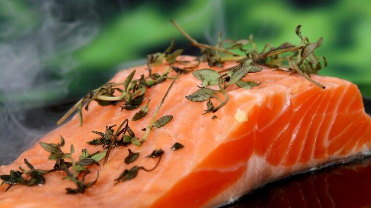 salmon remolacha
