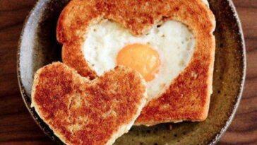tostada de huevo y queso a la parilla