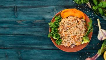 Deliciosa receta para preparar pollo con arroz y guisantes