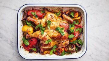 Ingredientes y preparación de una bandeja de pollo con harissa