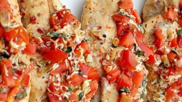 La deliciosa receta de una bandeja de pollo, pimientos rojos y almendras