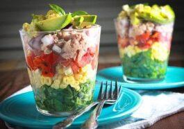 Cómo hacer macetas de ensalada arco iris en capas