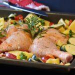 Bandeja de pollo horneado con orégano y calabaza