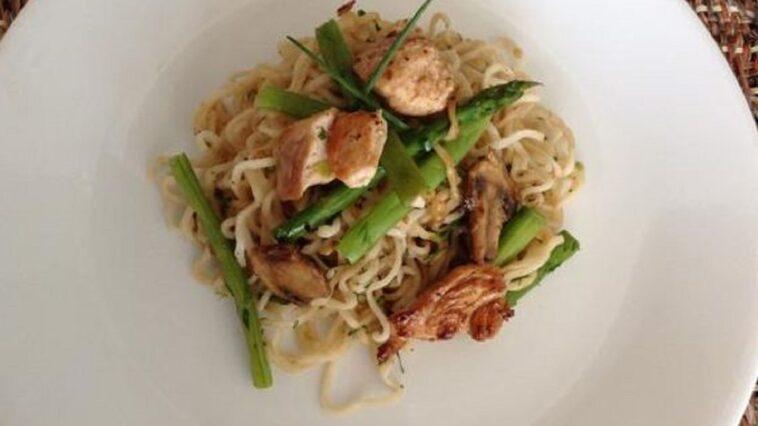 receta pollo con fideos y judias