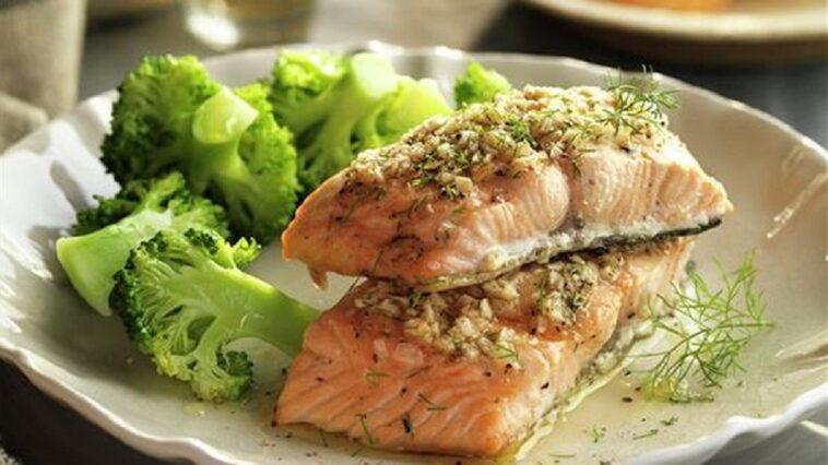 salmon con brocoli