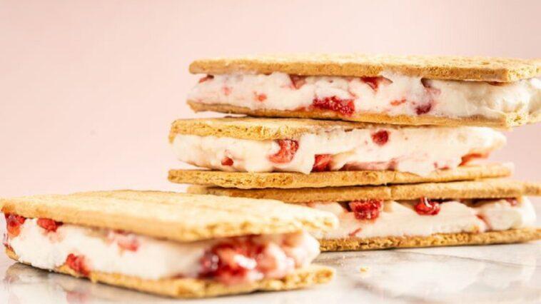 Sándwich de helado de fresa: una idea fácil y deliciosa