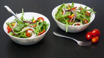 Ensalada vegana muy fácil en un solo paso