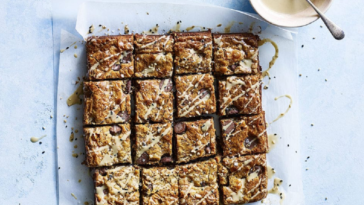 Blondies de tahini, mantequilla marrón y sal marina: receta