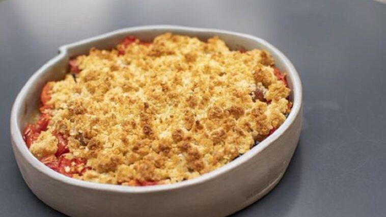 tomates con crumble de pan crujiente
