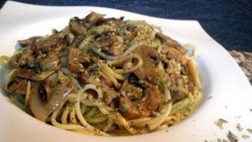 Espaguetis con setas, arándanos y crema de calabaza: receta gourmet